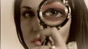 Identifying a fake clairvoyant or medium